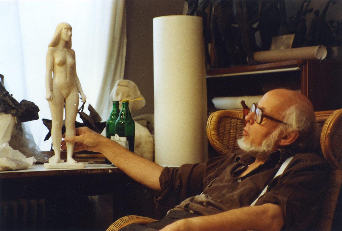 Bildhauer Gerhard Brandesmit Kleinplastik